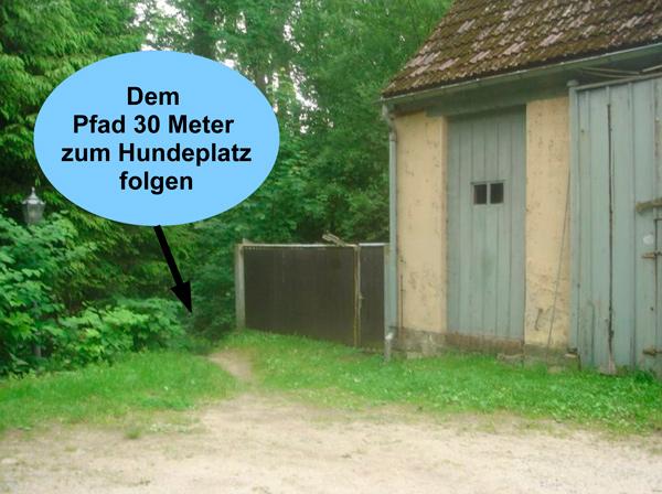 Eingang zum Hundeplatz der Dresdner Hundeschule